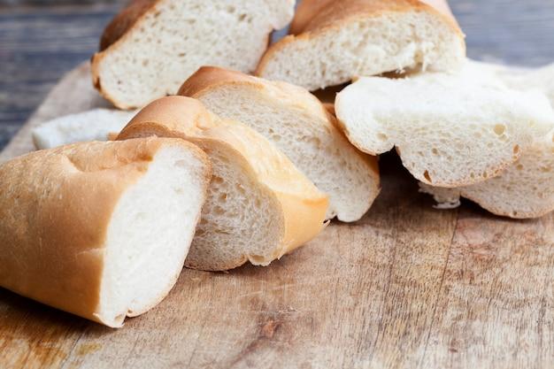 Baguete branca fatiada