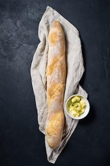 Baguete francesa e manteiga.