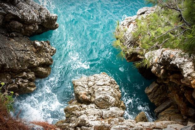 Baía colorida no mar adriático, montenegro