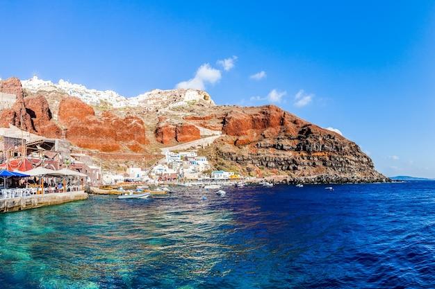 Baía de amoudi na vila de oia, ilha de santorini, grécia
