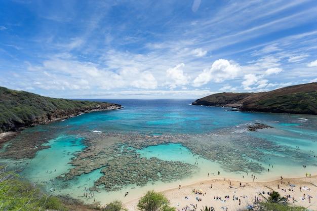 Baía de hanauma, paraíso de mergulho no havaí