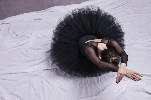 Bailarina de alto ângulo, que estabelece