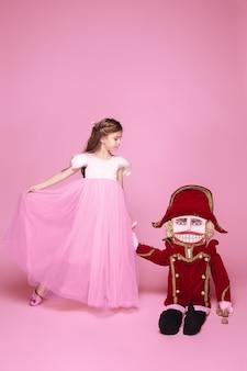 Bailarina de beleza com quebra-nozes