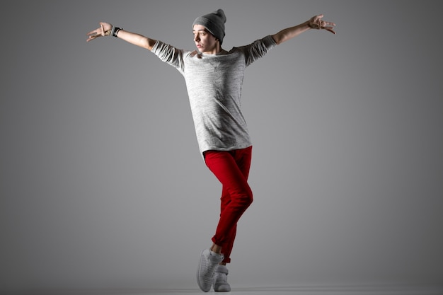Bailarina moderna bonita