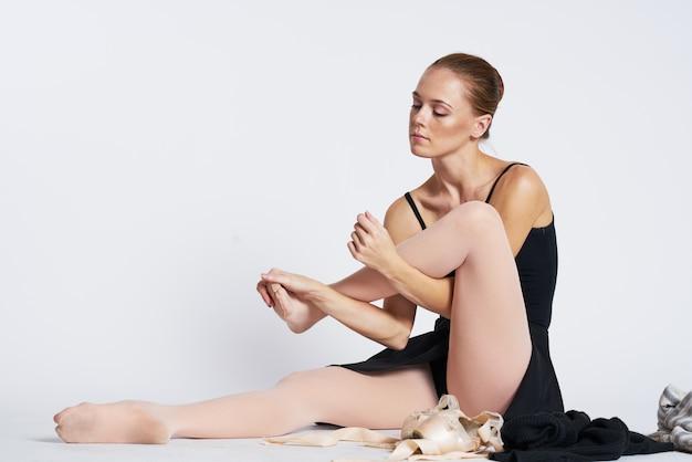 Bailarina mulher dançando em sapatos de tutu e ponta