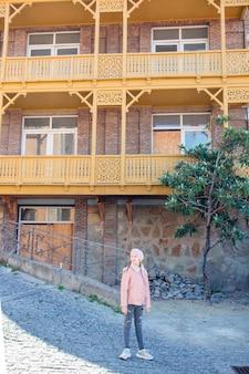 Bairro antigo na cidade de tbilisi, país da geórgia