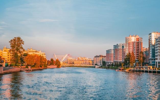 Bairro residencial da ilha krestovsky em são petersburgo.