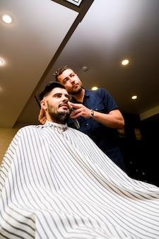 Baixo, ângulo, homem, cabeleireiro
