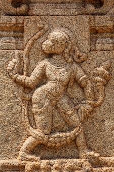 Baixo-relevo representando o deus hindu hanuman