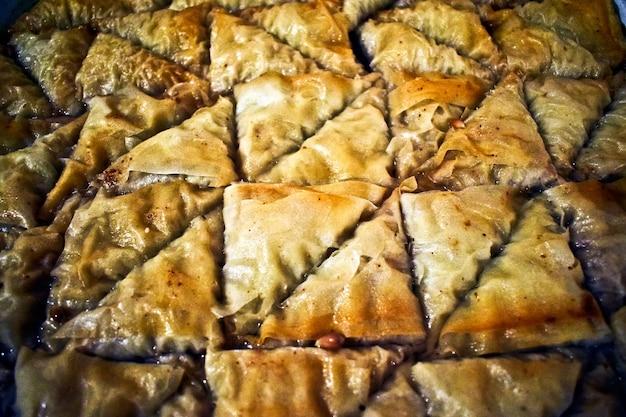 Baklava de sobremesa do ramadan turco com fundo conceitual.
