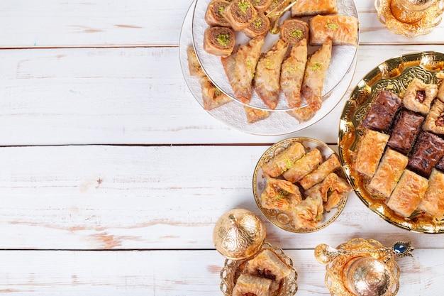 Baklava tradicional de sobremesa, bem conhecido no oriente médio e delicioso