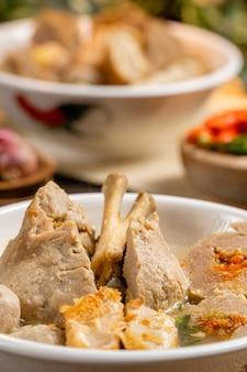 Bakso ou baso é uma almôndega da indonésia