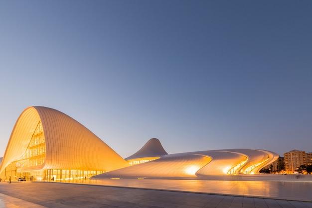 Baku- 20 de julho: heydar aliyev center em 20 de julho de 2015 em baku, az