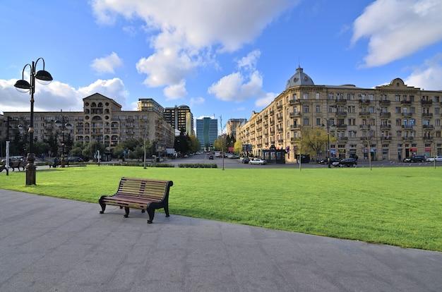 Baku azerbaijão a capital do moderno azerbaijão localizada às margens do mar cáspio na cidade de baku
