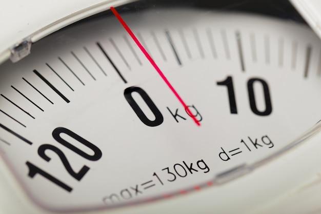 Balança analógica de peso de perto