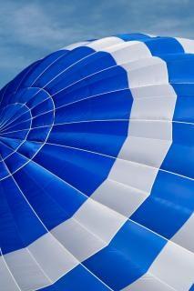 Balão de ar quente de perto pano de fundo