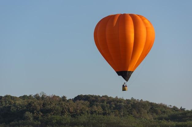 Balão de ar quente laranja