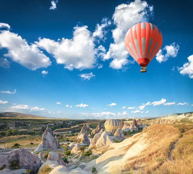 Balão de ar quente sobre a capadócia
