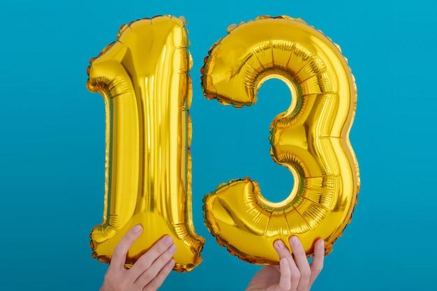 Balão de celebração de número 13 de folha de ouro