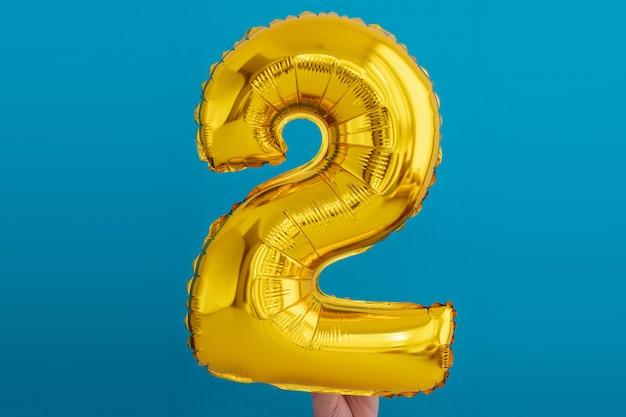 Balão de celebração de número 2 de folha de ouro