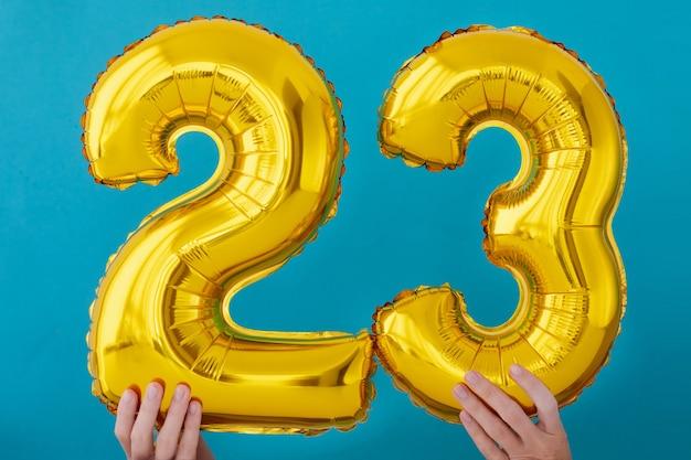 Balão de celebração de número 23 de folha de ouro