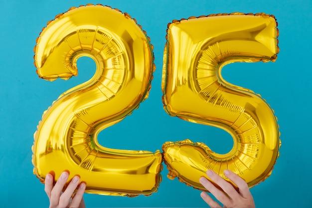 Balão de celebração de número 25 de folha de ouro