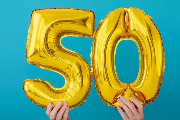 Balão de celebração de número 50 de folha de ouro