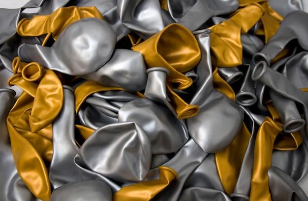 Balão de ouro e prata desinflado
