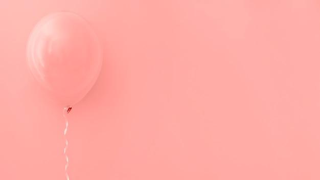 Balão rosa em fundo rosa