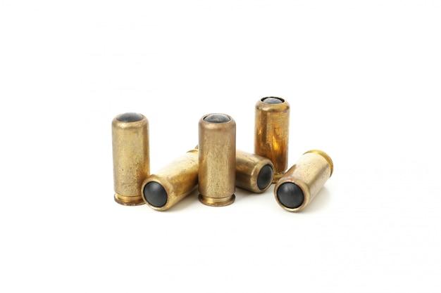 Balas de borracha isoladas no branco. arma de defesa pessoal