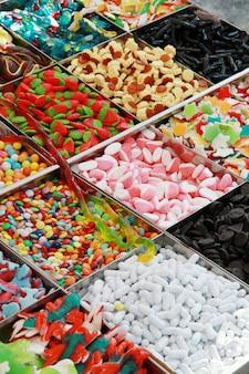 Balcão de mercado com doces
