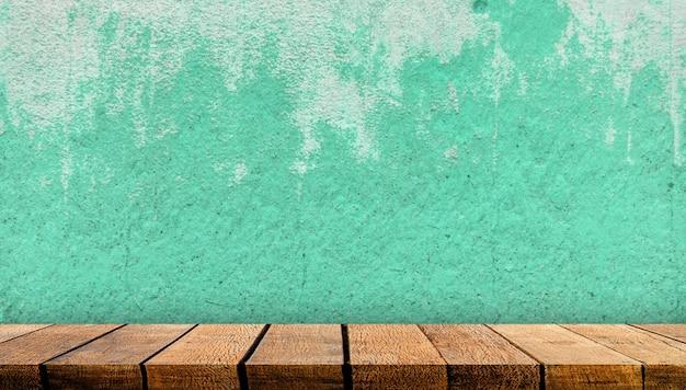 Balcão de mesa expositor de madeira com espaço de cópia para o pano de fundo publicitário