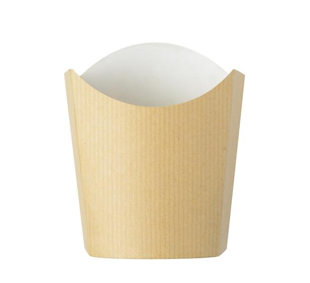 Balde de batatas fritas de papel kraft isolado no fundo branco