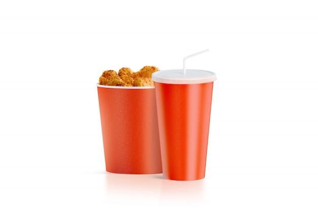 Balde de comida vermelha em branco com copo com palha