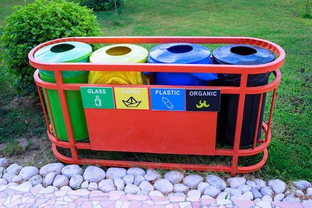 Baldes para triagem de resíduos