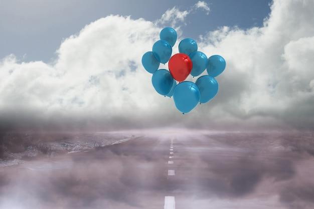 Balões acima de uma estrada