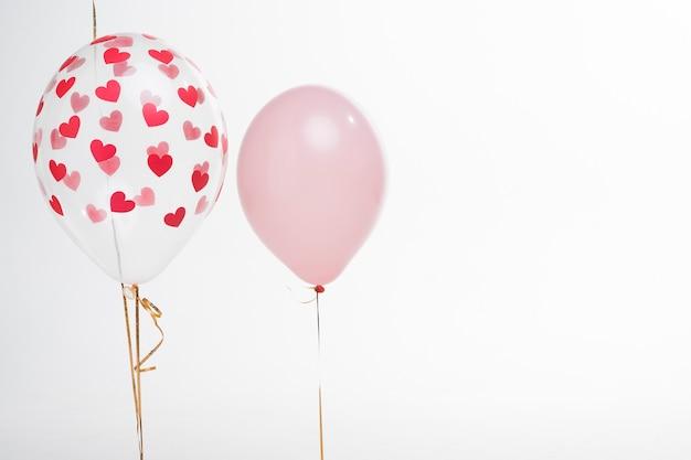 Balões artísticos de close-up com figuras de coração