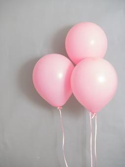 Balões cor-de-rosa pastel de cor para a hora da festa