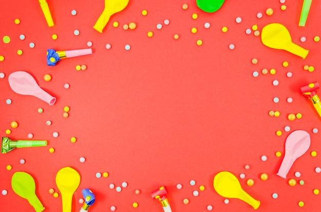 Balões de aniversário coloridos com confete