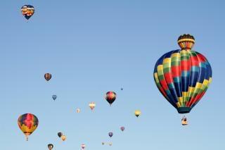 Balões de ar quente muito