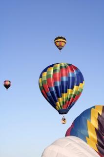 Balões de ar quente subir