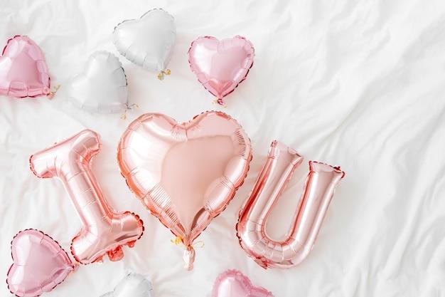 Balões de ar rosa pastel na forma da palavra