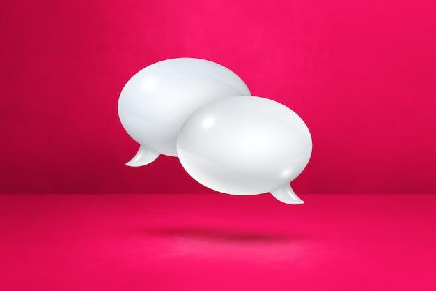 Balões de fala 3d brancos isolados em fundo rosa