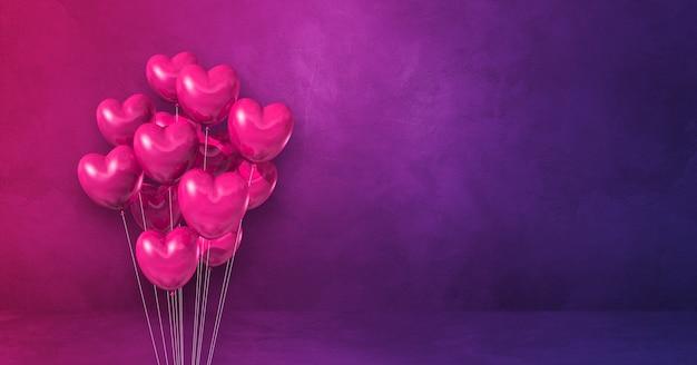 Balões em forma de coração rosa amontoados em uma superfície roxa