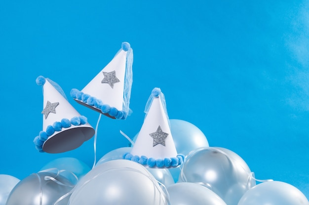 Balões, estrelas e chapéus