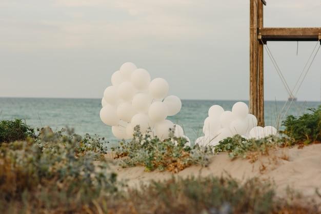 Balões rosa e brancos para divertidos eventos e celebrações