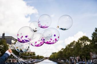 Balões transparentes externos com confete dentro