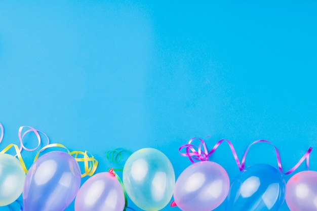 Balões transparentes metálicos de vista superior
