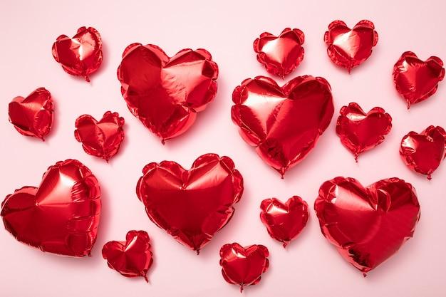 Balões vermelhos em forma de coração