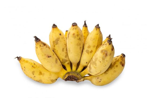 Banana cultivada madura com cascas amarelas e manchas pretas, isoladas no fundo branco.
